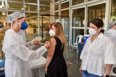Profissionais de educação são vacinados contra a Covid