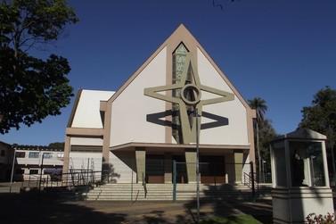 Em Santa Gertrudes, senhas são distribuídas para missa de Corpus Christi