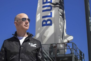 Jeff Bezos vai para o espaço em foguete da Blue Origin; assista aqui
