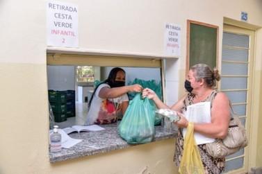 Cestas verdes têm produtos de agricultores de Rio Claro