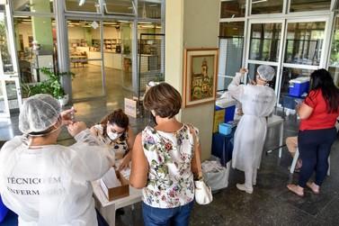 Cinco pessoas burlam sistema e tomam 3.ª dose de vacina em Rio Claro