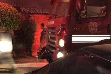 Corpo de Bombeiros controla incêndio em residência, em Santa Gertrudes