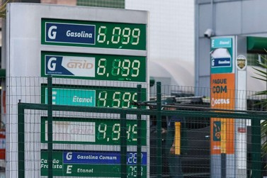 Gasolina já supera R$7 em três regiões, diz ANP