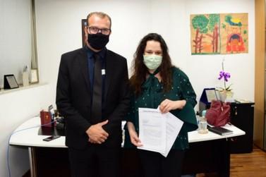 Janaína Paschoal recebe vereador para conhecer PL de internação involuntária