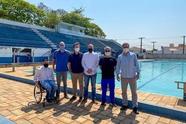 Município poderá ter projeto de natação para 1.000 crianças