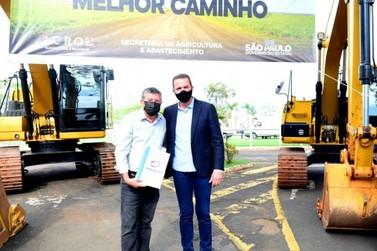 Governo lança o Melhor Caminho e garante recuperação de vicinais em Rio Claro