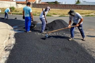 Operação tapa-buracos continua  em vários bairros de Rio Claro