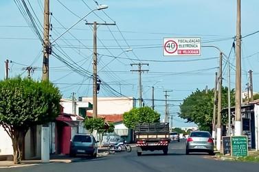 Prefeitura instala nove placas  para avisar presença de radar