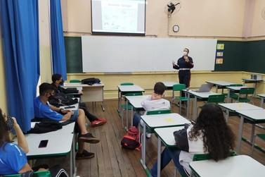 Samu realiza treinamento de primeiros socorros para alunos da Joaquim Salles