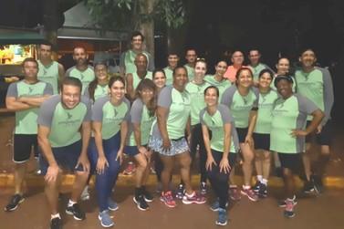 The Strongers (Os mais fortes) é um grupo de amigos que gostam de correr