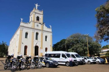 Com recursos de emendas parlamentares, Prefeitura adquiriu novos veículos