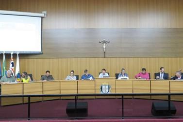 Sessão da Câmara retomou as atividades nesta segunda-feira (12)