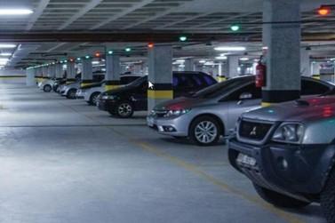 Projeto prevê isenção de taxa de estacionamento em shopping e hipermercados