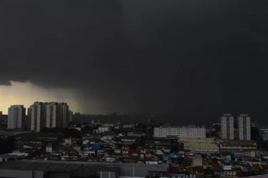Alerta de chuva forte para toda região dia vai virar noite no interior
