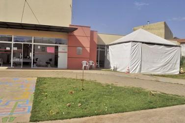 Saúde de Rio das Pedras instala tenda para monitoramento de suspeitos de COVID19