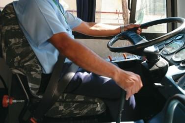 Motoristas e cobradores de ônibus começam a ser vacinados a partir de amanhã