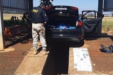 Polícia apreende R$ 100 mil em celulares escondidos em fundo falso de automóvel
