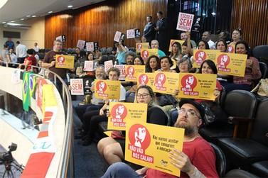"""""""Escola sem partido"""" é rejeitada em primeiro turno por deputados do Paraná"""