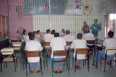 Presos de Toledo participam de aulões para prova do Encceja