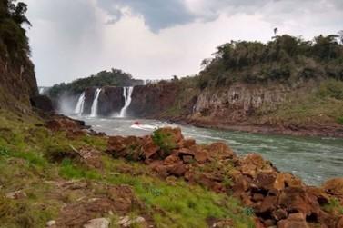 Baixa vazão do Rio Iguaçu muda cenário nas Cataratas do Iguaçu