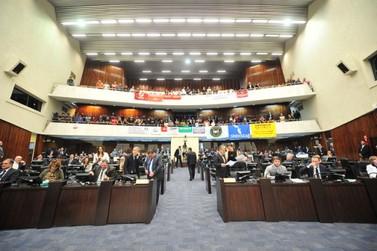 Deputados do Paraná aprovam o fim da licença-prêmio; veja como cada um votou