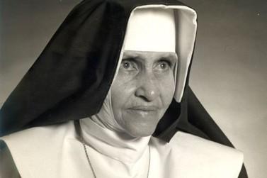 Irmã Dulce: menina que acolhia doentes em casa aos 13 anos vira santa no domingo