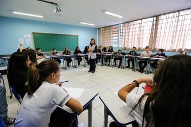 Governo anuncia remanejamento do Ensino Médio noturno para diurno