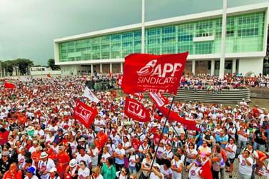Professores do Paraná entram em greve a partir do dia 02