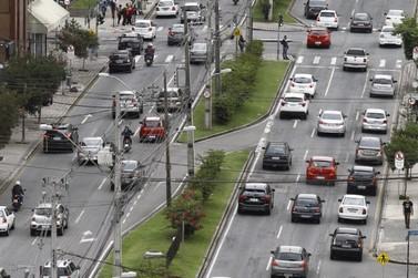 """Com IPVA 1,5% mais barato, Santa Catarina """"absorve"""" veículos do Paraná"""