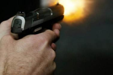 Homem de 28 anos é gravemente ferido por tiros na cabeça