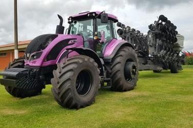 Máquinas, tratores e implementos já movimentam área do Show Rural