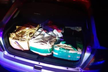 Motorista é preso após polícia encontrar 130 kg de maconha em porta-malas