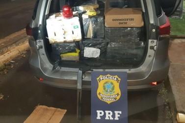 PRF apreende escopeta e maconha em carro roubado, em Santa Terezinha de Itaipu