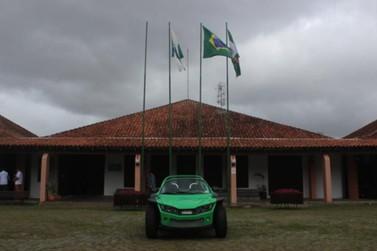 Primeiro carro elétrico produzido em série no Brasil é concluído no PR