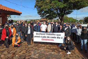 Empresários de Palotina fazem manifestação e pedem abertura do comércio
