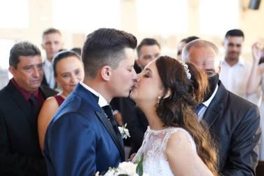 Jovem com câncer morre 10 dias após realizar sonho de se casar, no Paraná