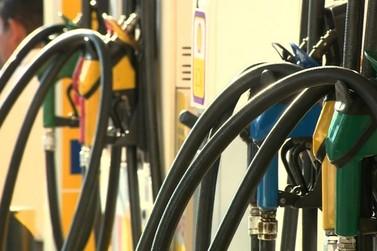 Pela 1ª vez, preço médio da gasolina chega a R$ 5 e do diesel a R$ 4 no Paraná