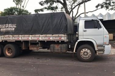 Policiais apreendem caminhão com cigarros ilegais entre Santa Helena e Missal