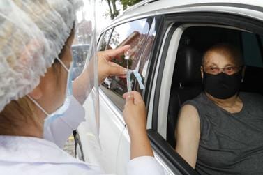89% da população idosa já tomou a primeira dose da vacina contra a Covid no PR