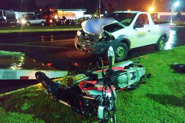 Acidente no trevo de acesso a Santa Helena deixa motociclista ferido