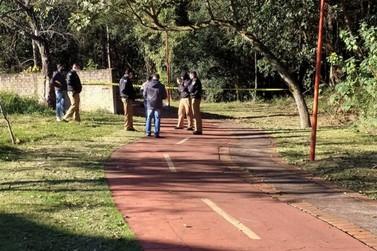 Enrolado em uma coberta, homem é encontrado morto em rua de Toledo