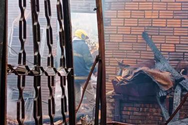 Incêndio destrói fábrica de melado no interior de Santa Helena