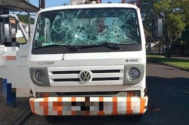 Morador quebra vidro de caminhão da Copel durante desligamento de energia no PR