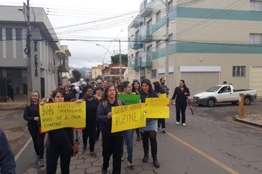 Professores da Rede Estadual de Ensino fazem manifestação por salários atrasados