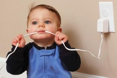 Papo de Especialista: Saiba como prevenir acidentes elétricos com crianças