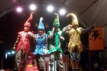 Comemorações do Natal têm início com recepção ao Papai Noel e teatro musical