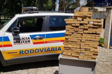 Polícia Militar Rodoviária apreende mais de 150 tabletes de maconha na BR 459