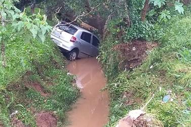 Manhã de reparos após forte chuva que atingiu Santa Rita do Sapucaí