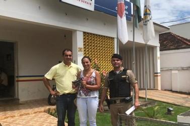 Comerciante encontra bolsa com R$781,00 e devolve à proprietária em Santa Rita