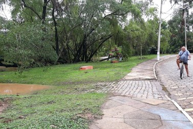 Rio Sapucaí registra aumento de volume e segue monitorado pela Defesa Civil